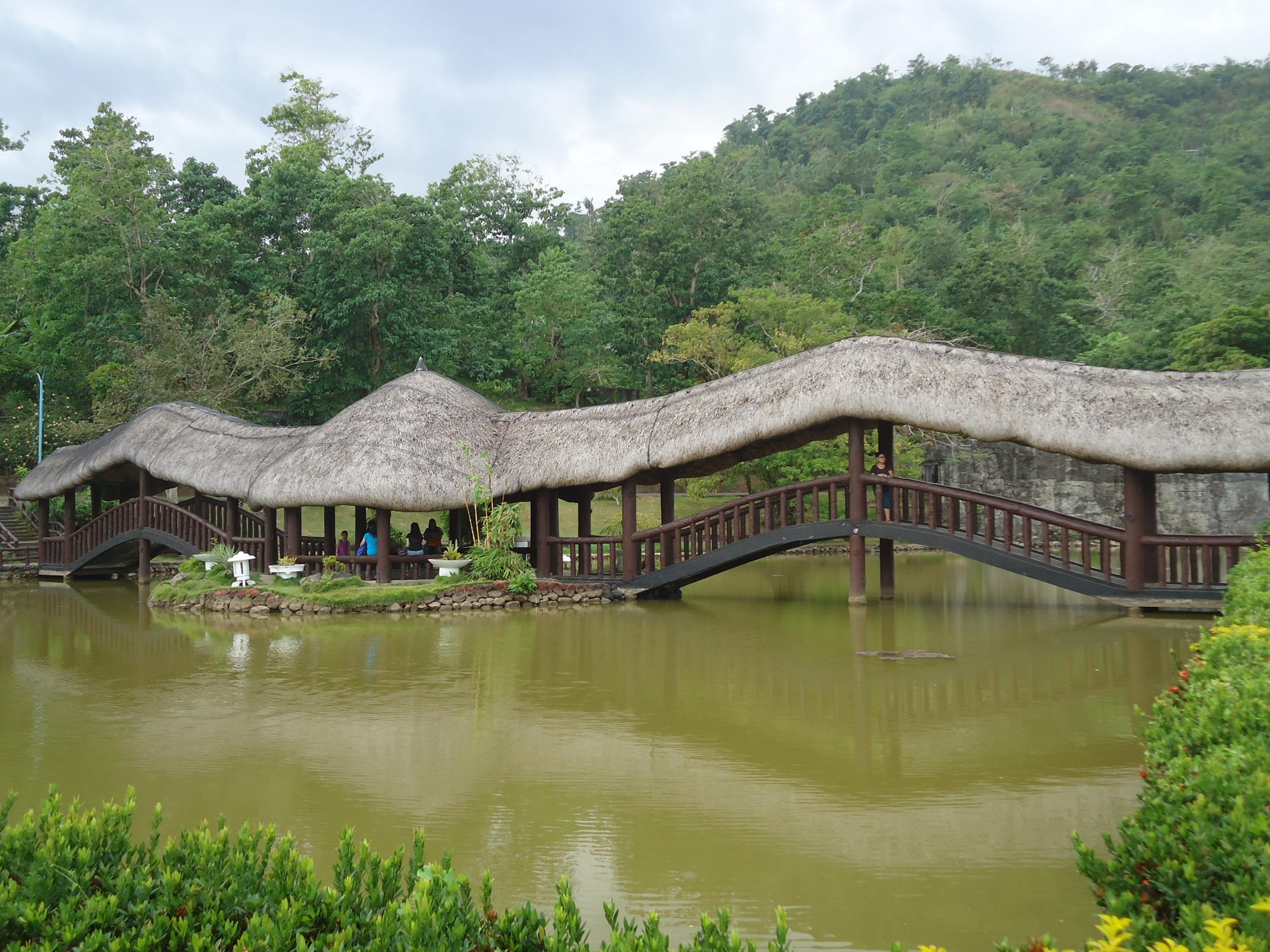 Albay_Park_&_Wildlife_lagoon